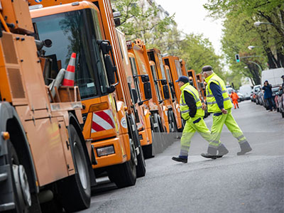Can sanitation vehicles be installed GPS locator device to improve urban cleaning capacity?